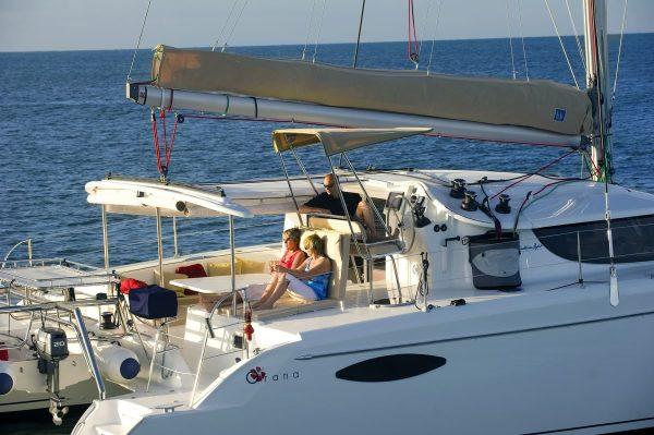 great barrier reef cruises sailing coral sea snorkel
